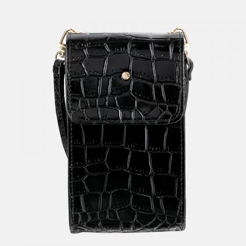 Malutka czarna torebka skórzana na smartfon z teksturą krokodyla