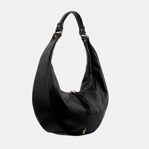 Czarna torebka ze skóry na ramię o kształcie półksiężyca