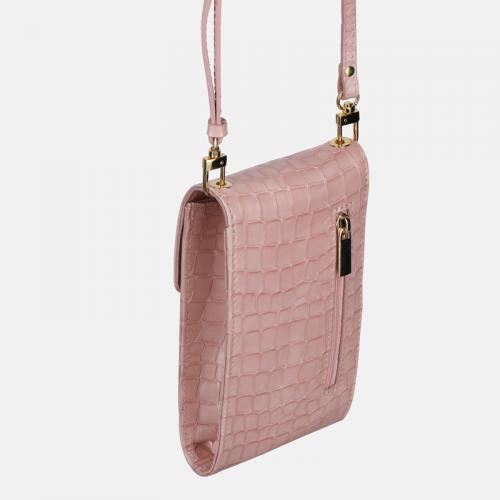 Mała różowa torebka skórzana na smartfon z teksturą krokodyla
