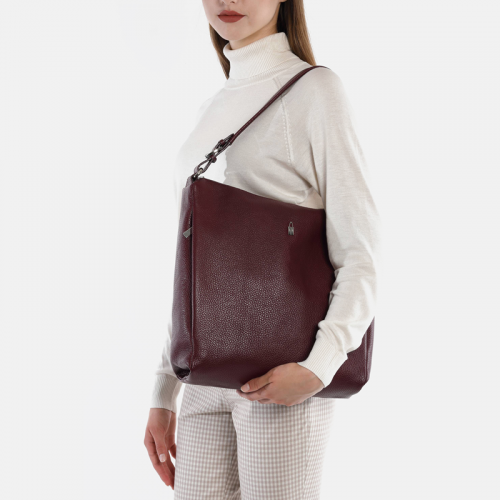 Duża bordowa torebka ze skóry na ramię