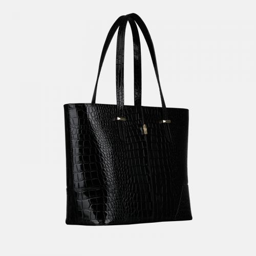 Czarna torebka skórzana shopper we wzór krokodyla