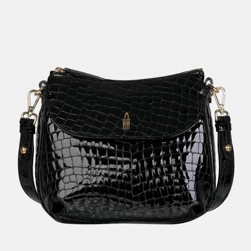 Mała torebka listonoszka ze skóry w kolorze czarnym z tłoczeniem imitującym wzór krokodyla